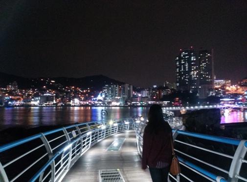Songdo Skywalk in Busan bei Nacht